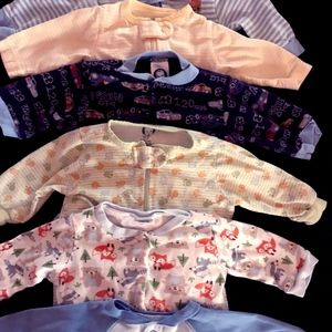 BUNDLE OF ONSIE SLEEPERS MANY UNWORN Size 3 months
